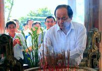 Bộ trưởng, Chủ nhiệm VPCP Mai Tiến Dũng tri ân các gia đình liệt sĩ