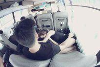 Phản cảm các đôi âu yếm, sờ soạng nhau trên xe khách