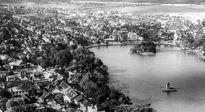 Hồ Gươm - Trời tạo, người xây...