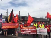 Người Việt ở Đức biểu tình yêu cầu Trung Quốc tôn trọng phán quyết của Tòa trọng tài