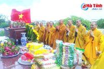 Cầu siêu các anh hùng liệt sỹ tại Nghĩa trang Núi Nài