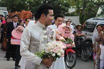 Đàm Vĩnh Hưng, Sơn Tùng xuất hiện trên phố gây tắc nghẽn giao thông