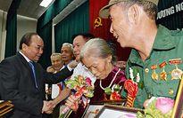 Thủ tướng Nguyễn Xuân Phúc: 'Đất nước luôn quan tâm đến người có công'
