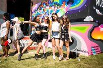 Áo lót, bikini, váy siêu ngắn tràn ngập lễ hội âm nhạc