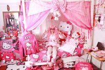 Người phụ nữ chi 40.000 USD để sắm đồ Hello Kitty