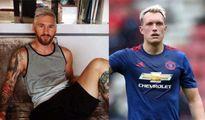 Nhuộm tóc bạch kim, Messi bị ném đá