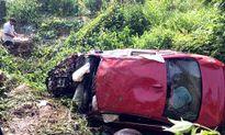 Xe BMW lao xuống vực, 7 người thương vong