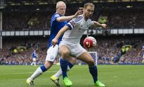 Branislav Ivanovic chấn thương, fan Chelsea... ăn mừng