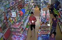 Tạm giữ 2 đối tượng đập phá sữa của siêu thị