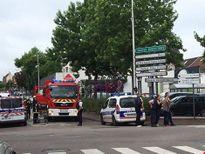 Hai kẻ mang dao bắt giữ con tin tại nhà thờ ở Pháp