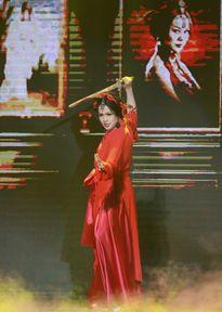 """Rộ nghi án Nhật Kim Anh bức xúc, nổi giận với Trang Nhung vì bị """"chơi xấu"""""""