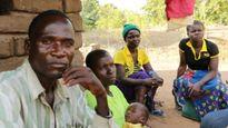 Người được thuê đưa các bé gái 'vào đời' ở Malawi bị bắt