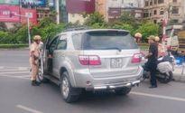Hà Nội: Xử lý hàng loạt xe gắn phù hiệu 'Bộ Công an' vi phạm luật giao thông