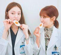 Sao Hàn 27/7: Kim Sae Ron lớn trước tuổi, 2 cặp tình địch 'Doctors' thân thiết