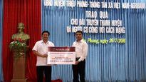 Agribank tặng sổ tiết kiệm các gia đình chính sách tại Quảng Trị