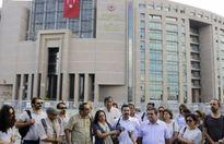 Hàng loạt cơ quan truyền thông của Thổ Nhĩ Kỳ bị 'bức tử'