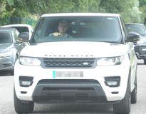 Dàn sao Man United lái siêu xe đến sân tập gặp Ibrahimovic