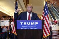 Trump hứng 'búa rìu' vì khiêu khích Nga hack email bà Clinton