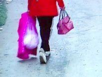 Lên án: mẹ bỏ con mới đẻ vào túi nilon đem vứt