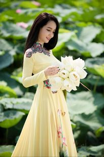 Con gái đã thành thiếu nữ, Mai Thu Huyền vẫn trẻ như gái còn son