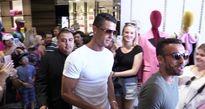 Ronaldo 'làm loạn' đường phố Los Angeles