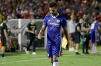 Fabregas xin lỗi Klavan sau pha 'đốn chân' nguy hiểm
