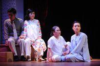 Phía sau những vở kịch rơi nước mắt ở sân khấu Hoàng Thái Thanh