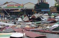 Lốc xoáy thổi tanh bành khu chợ ở Bắc Ninh
