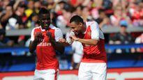 Arsenal hạ đội bóng của Pirlo, Kaka, Drogba
