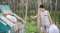 Cảm động cậu bé 12 tuổi nhặt rác kiếm tiền cho mẹ kế chữa bệnh ung thư