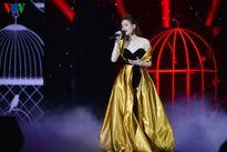 Hồ Ngọc Hà xúc động lau nước mắt trong đêm nhạc 'Love songs'