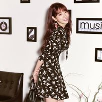Park Shin Hye khoe sắc với nữ trang