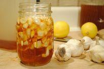 Điều gì sẽ xảy ra nếu thường xuyên ăn tỏi với mật ong lúc đói bụng?