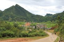 Đến Tả Phìn tham quan làng dệt thổ cẩm và tắm lá thuốc của đồng bào địa phương