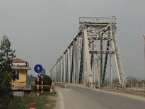 Từ 20/8 sẽ cho phép ô tô 7 chỗ qua cầu Việt Trì