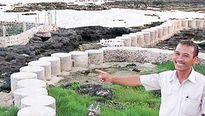 """Có một """"gã khùng"""" xây kè biển, nuôi cá mú đỏ trên đảo Phú Quý"""