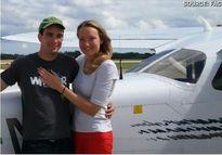 Chàng nông dân chở bạn gái trên máy bay để cầu hôn cực lãng mạn