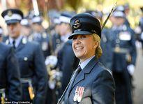 Sĩ quan Anh vô tình đăng ảnh 'nóng' lên facebook học viện quân sự