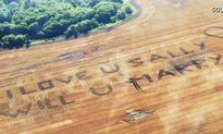 Chàng nông dân chịu chơi thuê máy bay để cầu hôn bạn gái