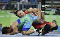 HLV đội Mông Cổ khỏa thân phản đối trọng tài ở Olympic