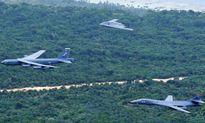 Bộ ba oanh tạc cơ Mỹ đồng loạt xuất kích