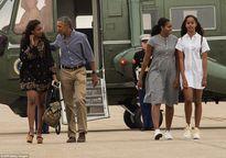 Cư dân mạng nhận xét cha con Tổng thống Obama giữ khoảng cách sau scandal Malia hút cần sa