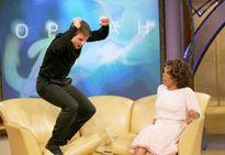 Tom Cruise từng giả vờ nhảy cẫng lên khi nói đang yêu Katie Holmes