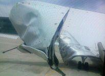 Máy bay Vietnam Airlines va vào cột đèn bị rách phần đuôi