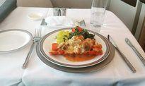 Chàng trai đi khắp thế giới chỉ để thử đồ ăn trên máy bay