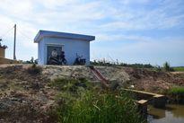 """Trạm bơm thủy lợi tiền tỷ xây xong """"đắp chiếu"""", đồng ruộng khát nước"""