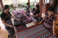Hồi sinh làng nghề dệt thổ cẩm truyền thống của đồng bào Tà Ôi