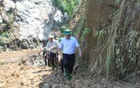 Chủ tịch Lào Cai cuốc bộ vào hiện trường vụ sập hầm vàng