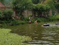 Dạy con gái tập bơi, hai bố con tử vong
