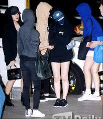 Kpop style 28/8: Dàn sao SM nô nức ra sân bay đi du lịch